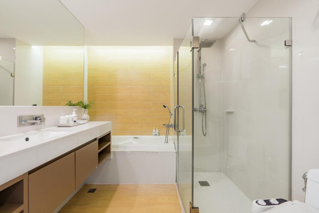 Deluxe-room-Aster-hotel-and-residence-pattaya5